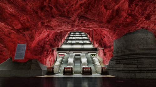 Eye-Poppingly Gorgeous Underground Stations from Around The World The history of rapid-transit began 150 years ago, with the opening of the Metropolitan Railway in London in 1863. In the next century and a half, dozens of architects and engineers have worked on underground tunnels and stations. Some are abandoned now, but others are as good as new. Here are some of the most wonderful underground railway stations.