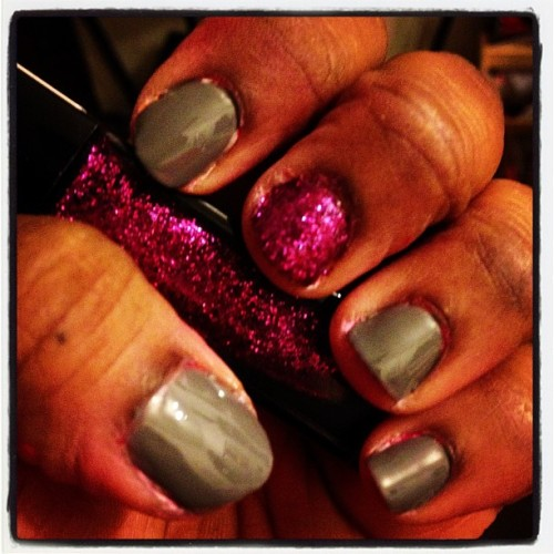 #nails #nailfun #sparkle #gray #nailpolishjunkie #iheartnailpolish #latenightmani  #julep @julepmaven 💅💕😁