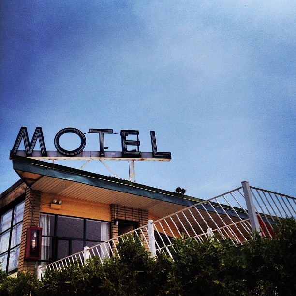No-tell Motel. #chicago #chigram #chicagostyle #retro #roadside #northside #oldschool