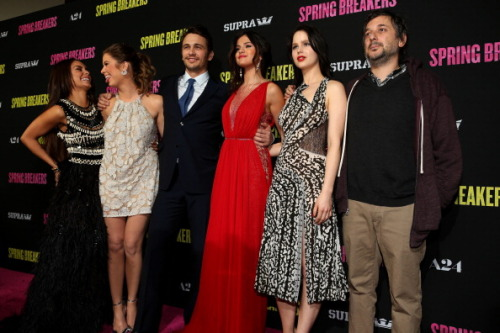 Here's a photo from the Spring Breakers Premiere tonight in LA on the red carpet! What a great looking cast!