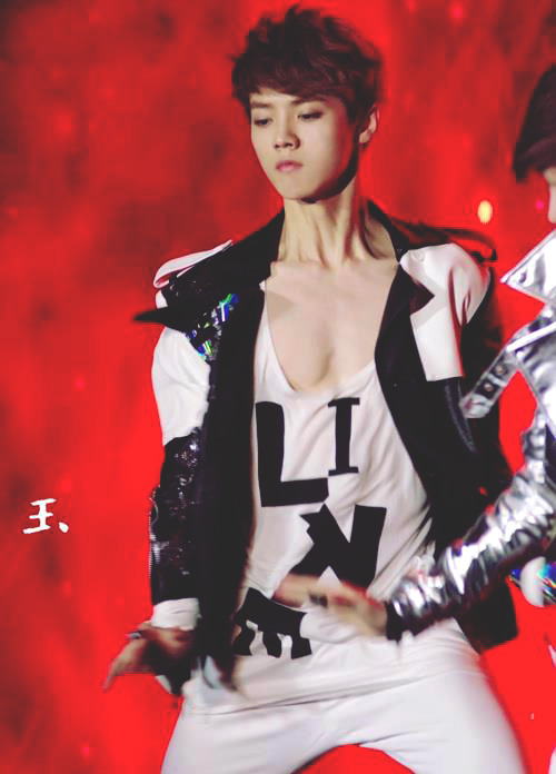 exoticwind:  OMG..Chest…<FANS SELF WITH BUILDING> xD cr: owner