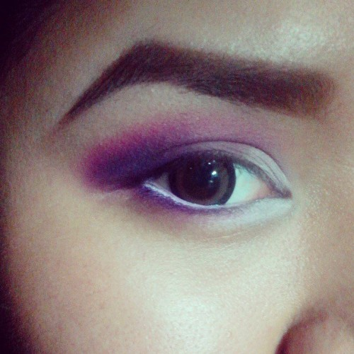 This is me, bored again. Haha! :) #makeup #eyes #pink #violet #black #smokey #justnow
