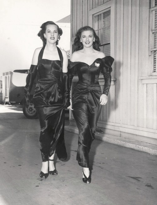 Marguerite Chapman (Right) & Her 'Stand In' Mary Ann Featherstone - 1947 Candid http://www.ebay.com