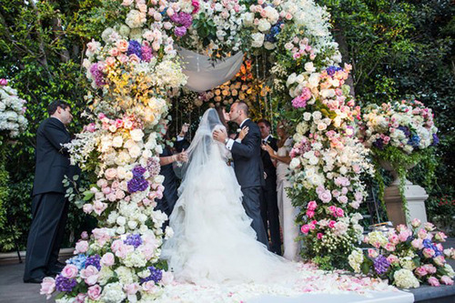 applecocaine:  makethethingshappen:  Styled the Aisle | Wedding Ceremony Ideas - Belle the Magazine . The Wedding Blog For The Sophisticated Bride   WOW