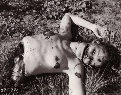 lake-eyes:  gensaven:  Crime scene photos from the Black Dahlia murder, 15 January 1947.  favorite murder
