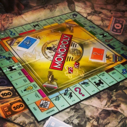 Board game night at the girlfriend's.. I'm pissed of already.. #monopoly #boardgamenight #roommates #boardgames