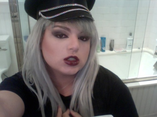 vampire-punk-pornstar-self-loathing makeup ;)