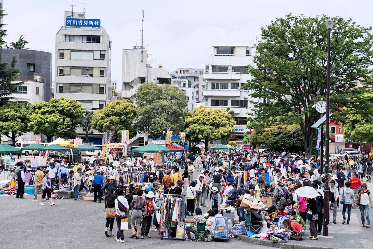 """Big Big Flea Market"" at Jingu Gaien Park today isn't too big. :-)"