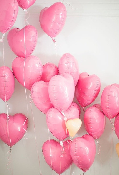 i've reblogged this image so many times its only a picture of balloons but i don't know why it speaks to me