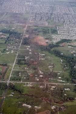the-fauxtographs:  The path of the Moore tornado