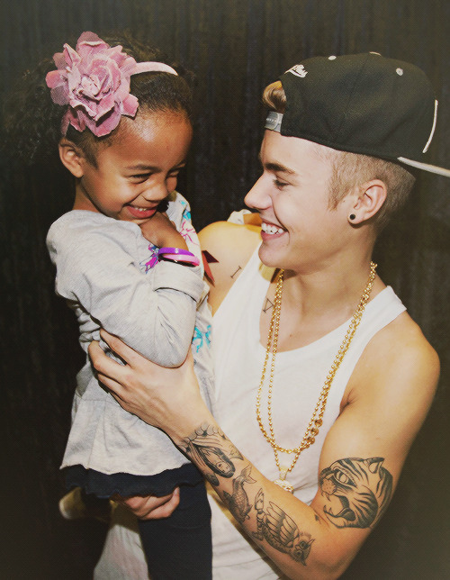 bieber-news:  This is probably our favorite M&G picture…ever! What a cutie!