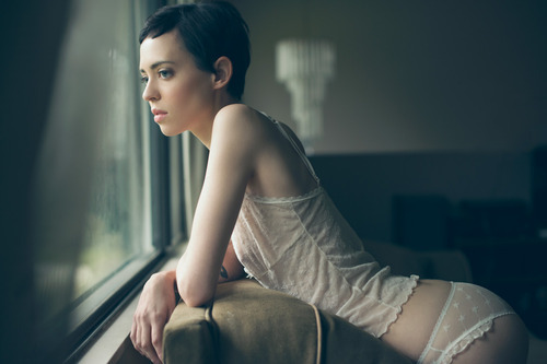 "Love her dreamy ""waiting for… something"" expression.  dreamtheorystudios:  Jacqueline Vague shooting around my place for an afternoon."
