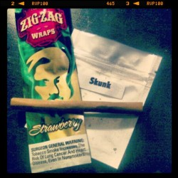Reason #1 why I would make a good wife… #blunts #halfgramblunt #skunk #og #ganja #weedstagram420 #strawberry #zigzag #yum #smoker #stoner #potheadsociety #potheadnation #pothead #stoner #stonergirls #stonersofinstagram #stonerlife #faded #fadedlife #lonelystoner #highsociety