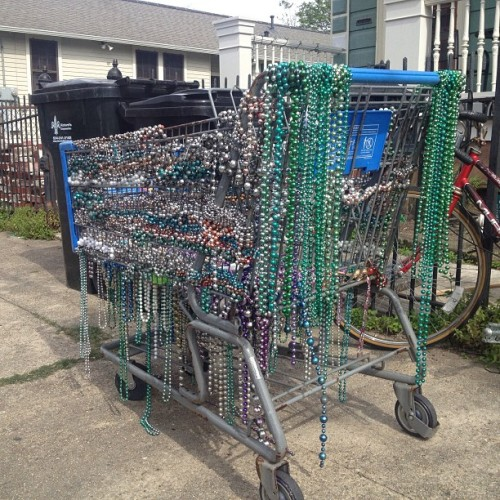 cajunboy:  This is how you pimp out a shopping cart, Nola style.