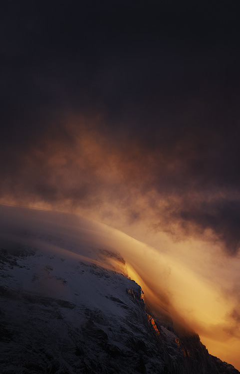 matsvri:  Mt. Eiger crawling clouds ✕ *alxeandre-deschaumes