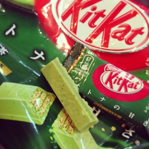 Green tea Kit Kat! #kitkat #greentea #foodporn #candy #awesome #sogood (at Mitsuwa Marketplace)