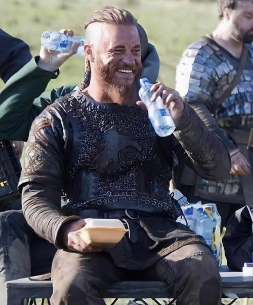 Even Ragnar Lodbrok needs some Ice Cold Water after a hard day of raiding.