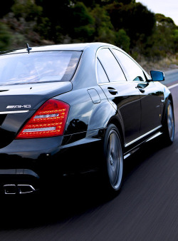 automotive-lust:  King of the sport-luxury sedans, Mercedes S-Class S63 or S65 AMG