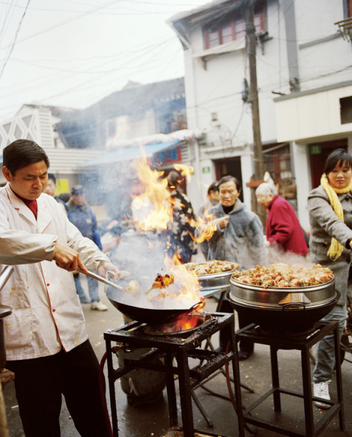 aaronmatthewlong:  condenasttraveler:  Shanghai's Best Street Food | Sautéed crabs in spicy sauce on Sipailou.  I miss going on long woks.  i was reminiscing about working the wok during my shift today.  wistful sigh.