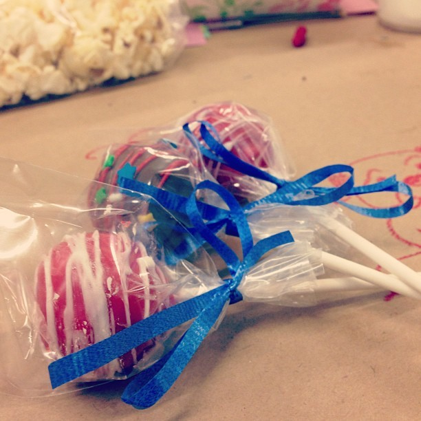 There cake pops were soo yummy! Kept falling off the stick onto the table.. God bless germs! 😛🍰🍭 #cakepop #nomnom #sogood