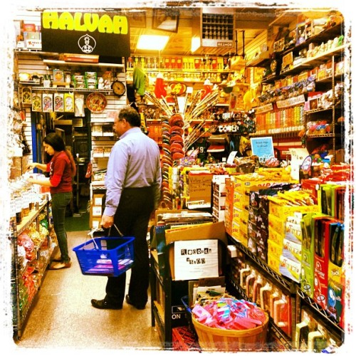 Grocery shopping 🍬🍭🍫 (at Economy Candy)