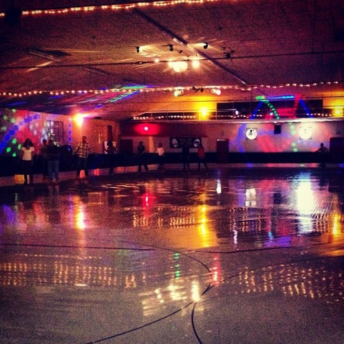 #radcolors at the #rollerrink. Whole rink to ourselves! (at Redwood Roller Rink)
