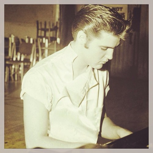 itsnotyouitsmeiswear:  Another bday wish to the king… #elvispresleymakesmeswoon #elvis