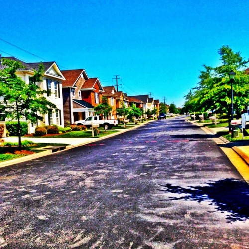 Beautiful day in VA! Lil jog around the block at my momma house #noexuses wish I had one! I want hat channelo's! VA WHAT UP!!