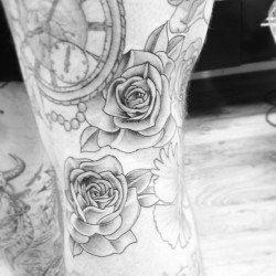mattroetattoo:  #tattoo #rose behind knee