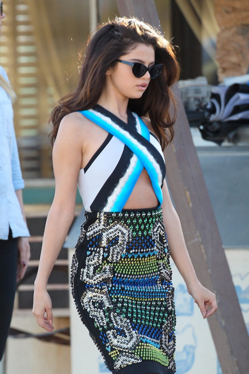 ex-peri-ence:  jessicaandhearts:  fashionjunki:  morganfalanta:  wow selena…  i'm starting to like her new look  same  seriously who is her new stylist