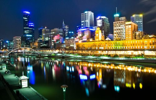 Melbourne, Australia by night by Hai Linh TruongAttribution-NonCommercial License