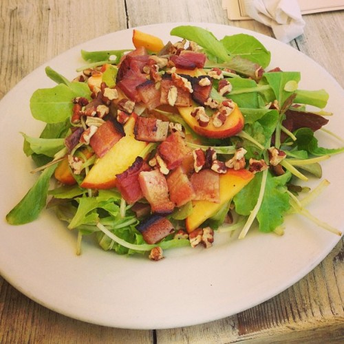 Summer lovin! Peach & bacon salad. 🐽🍑