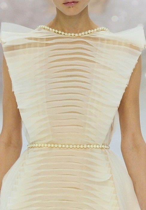 orlandaspleasure:  Chanel  Spring 2012 Couture  So beautiful!!