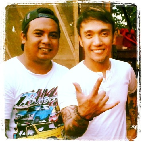 My brother and with the one and only. Arnel pineda. :)
