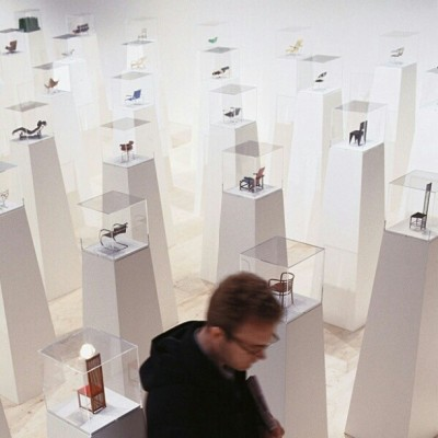 oasis-mag:  #Miniature #chairs from the #Vitra museum that constitute the history of dedign from 1850 are in #Riyadh @alaanartspace till Feb 2!