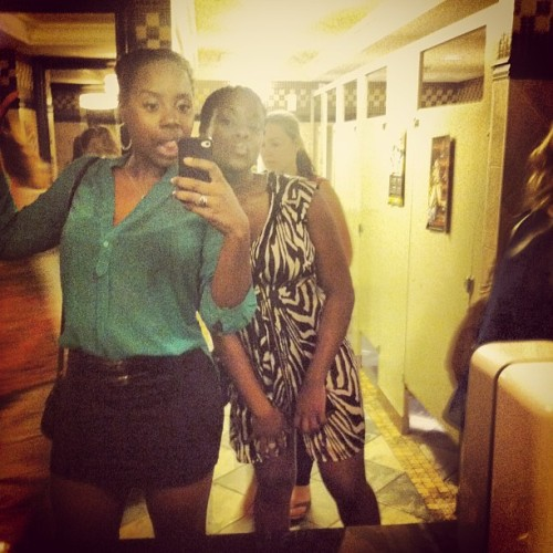 👊💋 #fridaynight #sisters #selfies #cuties #blackgirls #weaboutthatlife #shamelessbathroompics #560 #cellar #birthday #vancity #vancouver #fit