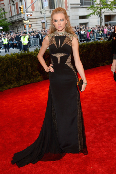 Taylor Swift in J Mendel. if this was on someone else i would fucking love. but alas i can't stand Taylor.