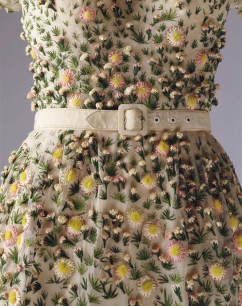 fletchingarrows:  mygirlghost:  mordmardok:  Dior 1953  crying its so beautiful I Am so in love with this, seriously  a tangible wearable garden  I desperately need this in my life.