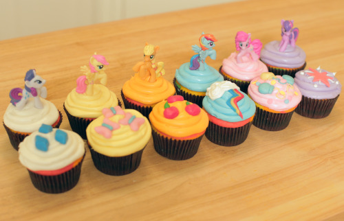 rosannapansino:  Here are all the My Little Pony cupcakes from Nerdy Nummies! (^_^)