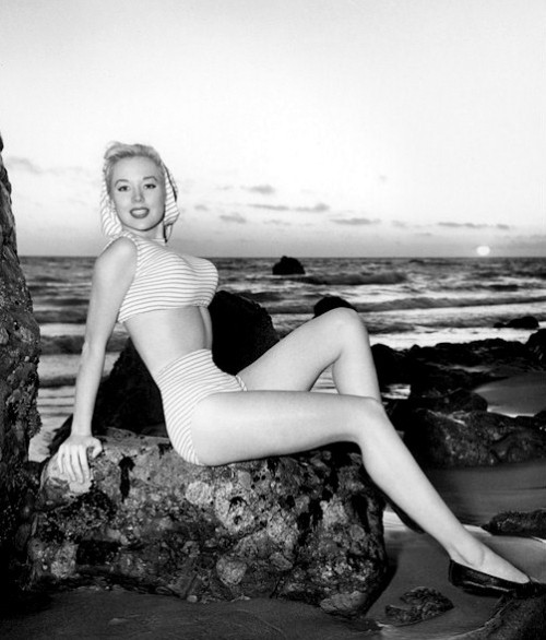 david-reeves:  Betty Brosmer, ocean side.