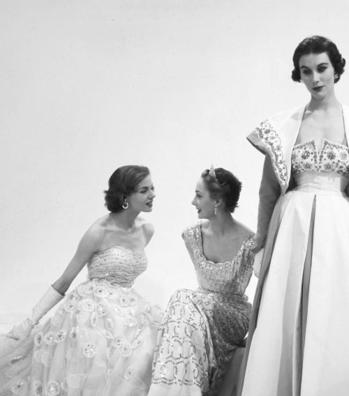 notordinaryfashion:  undiscoveredwonders:  Models wearing Norman Hartnell for Vogue,1953. Photographed by Norman Parkinson  Amazing Photo