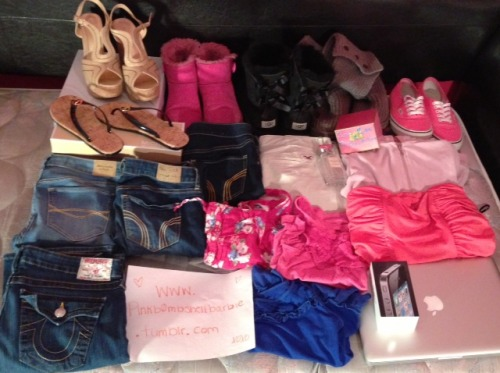 pinkb0mbshellbarbie:  TUMBLR GIVEAWAY!!!!!!!!!!!!!!!!!!!!!! $2000 WORTH OF STUFF RULES: ***Must be following MYSELF, http://www.pinkb0mbshellbarbie.tumblr.com/ @chinyereigwe, my GH/HCo/A&F blog, http://www.bondibeachsocali.tumblr.com AND my best friend on TWITTER: @DFregs, she's giving away her grey uggs!  ABOUT THIS POST: why am I giving this stuff away? - 1. I don't fit in half the stuff anymore. 2. I've already replaced them and 3. I just don't want them anymore WHAT'S IN THE POST:  Macbook Pro (will come with everything, used for 2 months) Pink dress from Forever 21 Light pink Juicy Couture Hoodie Pink vans size 6 Peace Love & Juicy perfume Gilly Hicks La Peruse Perfume Grey Uggs size 7 (Disney's) Black Bailey Bow Uggs size 6 Pink Bailey Button Uggs size 6 Aldo Wedges size 7 Michael Kors flip flops size 6 NEW Black iPhone 4 32G 3 tops from Gilly Hicks True Religion Jeans size 25 Abercrombie Jeggings size 3 2 Hollister Jeggings size 3 Hollister Khaki size 3  GIVEAWAY ENDS FEB. 15, 2013. Winner will be chosen by a random generator. I don't play favorites so don't try and bribe me :) - This is all real, so save the RUDE comments to YOURSELF. ****YOU CAN REBLOG AS MANY TIMES AS YOU LIKE AND……… GOOD LUCK xoxo