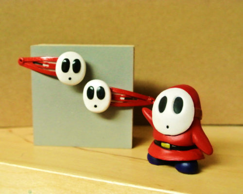doctormoo:  Adorable Shy Guy pin and hair clip set!  Find more cuteness here!