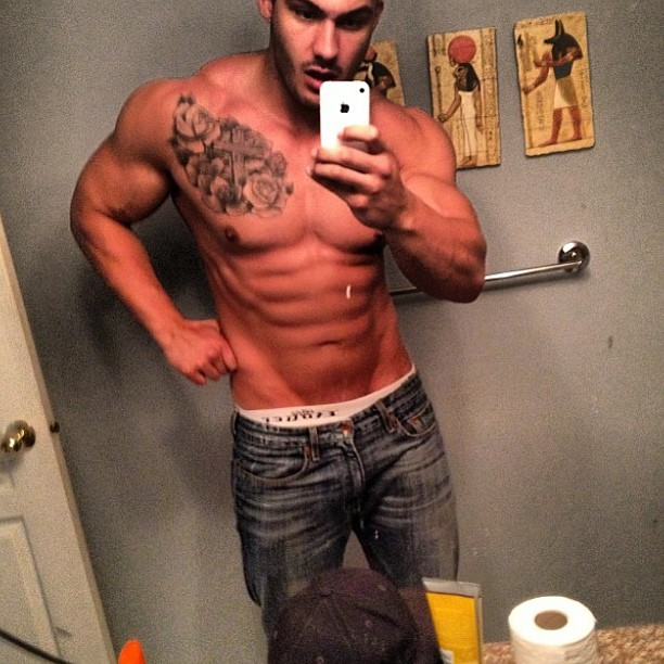 Follow @wonderbrah #hunk #muscle #ripped #shredded #pecs #abs #fitness #fitbufflads