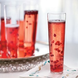 thirdcoastclassic:  Pomegranate Champagne Cocktails (via cookedheads, Christmas & Winter)