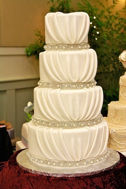 cherryblossombride:  More amazing cake love!