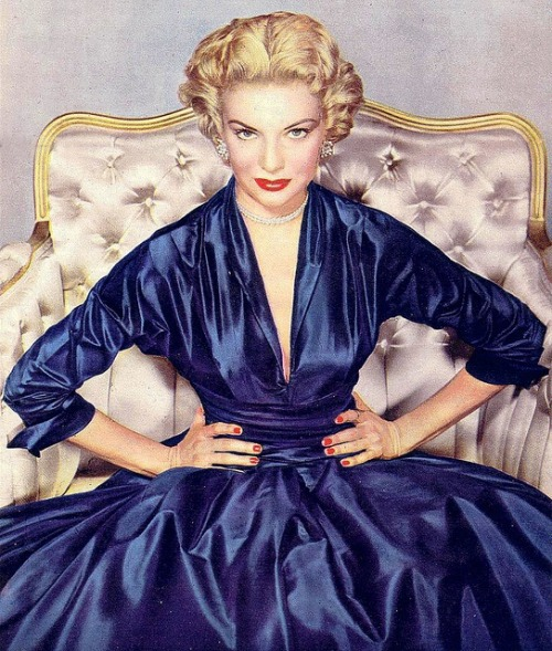 theniftyfifties:  1950s evening fashion.