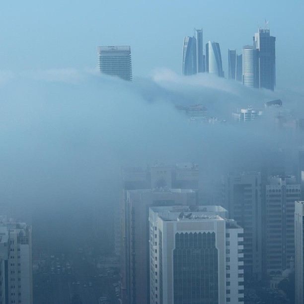 amphicorey:  when Abu Dhabi does fog, it does fog (at Abu Dhabi أبوظبي)