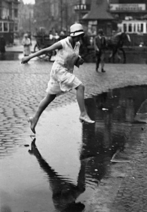 packagedmadness:  Jumping the Puddle, 1930s