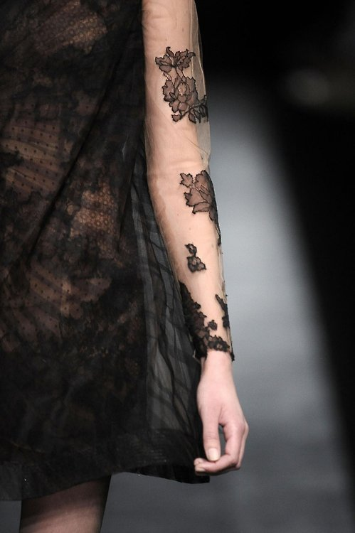 girlannachronism:  Valentino fall 2009 couture details